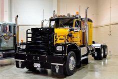 📸 by truck exposer Small Trucks, Big Rig Trucks, Old Trucks, Heavy Duty Trucks, Heavy Truck, Classic Tractor, Show Trucks, Peterbilt Trucks, Heavy Equipment