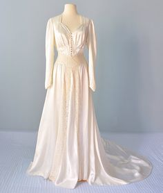 1930s Wedding Gown...Beautiful Ivory Silk Satin and Lace Wedding Gown