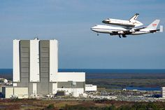 Space Shuttle Discover heading to its final resting place in Washington DC