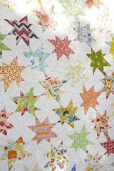 Interlocking wonky stars quilt by emmmylizzzy, via Flickr