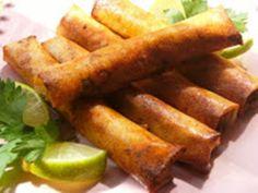 Ingredientes      500grs de pechuga de pollo  1cdita de canela en polvo  1 cebolla  1 diente de ajo   1 huevo  2 quesitos en porciones  Pe...