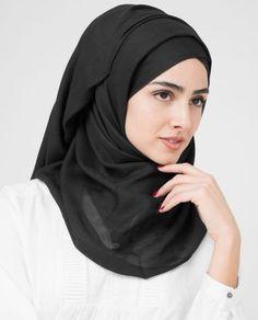 hijab White Abaya, Black Abaya, Muslim Fashion, Hijab Fashion, Fashion Beauty, Women's Fashion, Nude Scarves, Modest Pants, Style