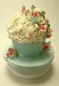Cakeology Vintage Giant Cupcake  Cake Gallery cakepins.com