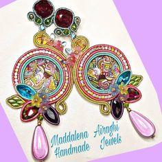 """Maddalena Airaghi su Instagram: """"Colori vivaci per portare un po' di allegria e di primavera in questo momento così cupo."""" Jewels, Handmade, Accessories, Instagram, Spring, Jewelery, Hand Made, Gems, Jewerly"""