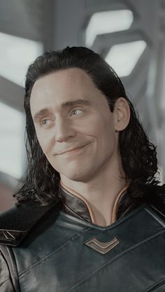 Marvel Avengers Movies, Loki Marvel, Loki Thor, Marvel Memes, Avengers 2012, Loki Laufeyson, Tom Hiddleston Loki, Loki Aesthetic, Loki Wallpaper