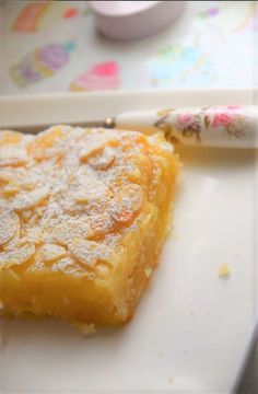 Lemon Bars For Two Lemon Bars For Two These Lemon Bars are easy to make, ready in no time and just for two! You can double the recipe to have little bars and share them with everyone! They don't have any condensed milk at all. Single Serve Desserts, Single Serving Recipes, Individual Desserts, Small Desserts, Mini Desserts, Just Desserts, Delicious Desserts, Lemon Desserts, Mug Recipes