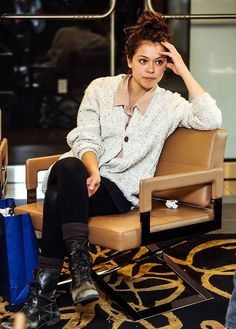 Tatiana Maslany Would Think Twice Before Taking Another Queer Role – Celebrities Woman Orphan Black, Tatiana Maslany, Fashion Beauty, Womens Fashion, Black Star, Black White, Girl Crushes, Fall Outfits, Beautiful People