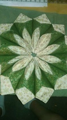 Fold And Stitch Wreath For The Faint Hearted – Quilting Cubby Fabric Wreath, Fabric Ornaments, Christmas Sewing, Christmas Projects, Origami Candle Mat, Fabric Origami, Miniature Quilts, Quilted Table Runners, Sewing Projects For Beginners