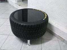 Mesa de Centro e Puff feita de pneu de F1