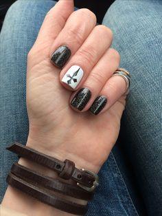 MoYou london gotic plate, el corazon nail polish