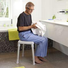 Der Duschhocker Etac SMART ist äusserst einfach in der Handhabung, von geringem Gewicht und dabei trotzdem ausserordentlich stabil. Der Duschhocker ist höhenverstellbar und ermöglicht Sitzhöhen von 42 - 57 cm. Stabil, Aluminium, Normcore, Style, Fashion, Adjustable Legs, Bathroom, Simple, Swag