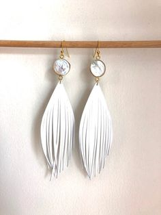 White leather feather earrings with gold plated pearl stud lightweight leather feathers Diy Leather Feather Earrings, Feather Jewelry, Metal Jewelry, Beaded Earrings, Handmade Bags, Handmade Bracelets, Handmade Jewelry, White Leather, Italian Leather