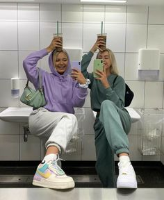 Best Friends Shoot, Best Friend Outfits, Cute Friends, Photos Bff, Best Friend Photos, Best Friend Goals, Bff Goals, Shooting Photo Amis, Nike Sweat