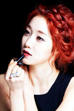 nine muses sera(former member) South Korean Girls, Korean Girl Groups, Music Labels, My Muse, Under The Stars, Girl Bands, Hair Highlights, Strong Women, Dyed Hair