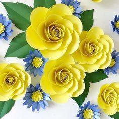 Decoração com Papel para Ano Novo Paper Flower Tutorial, Paper Flowers Craft, Crepe Paper Flowers, Paper Flower Backdrop, Paper Roses, Fabric Flowers, Flower Crafts, Diy Flowers, Paper Gifts