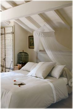Strong lines in soft bedroom; Cote Sud