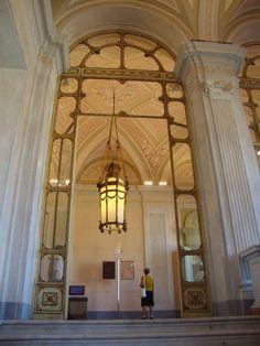 L'ingresso al piano nobile della Villa Reale di Monza  http://unpiccologiardino.blogspot.it/2014/09/ville-aperte-in-brianza-2014-e-una.html