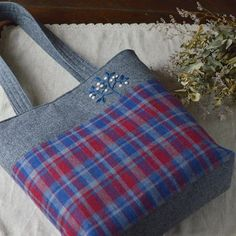 Woolen Tote Bag . ウール地のトートバッグ出来ました。 最近ぐっと寒くなったので、ウール地を扱うのも楽しくなってきました〜♪ #バッグ #handmade #totebag