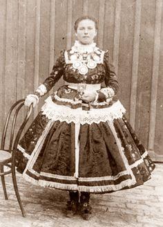 Hungarian Embroidery hungarian girl in folk dress, Sárköz, Szántai Erzsébet, Manado, Hungarian Girls, Hungarian Embroidery, Folk Dance, Folk Costume, My Heritage, Chain Stitch, Culture, Fashion History