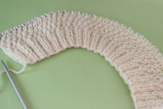 Free knitting instructions for baby hat-Kostenlose Strickanleitung für Babymütze MATERIAL a ball of wool in the desired color with barrel length 150 m / 50 g, needle size 3 mm. Baby Hat Knitting Patterns Free, Baby Hat Patterns, Knitting Stiches, Baby Hats Knitting, Free Knitting, Knitted Hats, Crochet Patterns, Easy Knit Hat, Knitting Projects