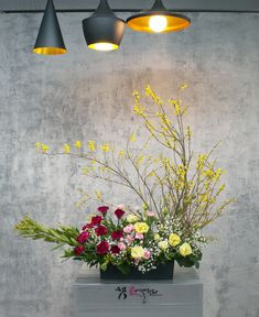 Because of the yellow dust these days … – World of Flowers Spring Flower Arrangements, Beautiful Flower Arrangements, Spring Flowers, Floral Arrangements, Beautiful Flowers, Altar Flowers, Church Flowers, Corporate Flowers, Cascade Bouquet