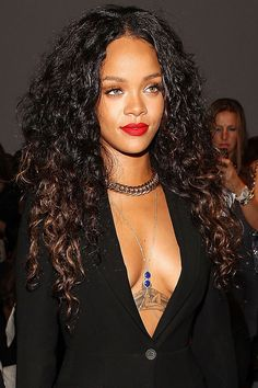 Rihanna the chicest attendees who sat front row to Estilo Rihanna, Rihanna Mode, Rihanna Riri, Rihanna Style, Rihanna Makeup, Rihanna Photos, Jenifer Lawrence, Malaysian Hair, Beautiful Black Women