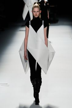 Issey Miyake | Fall 2011 Ready-to-Wear Collection | Style.com