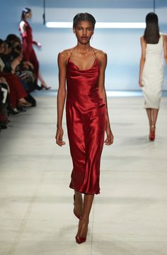 CUSHNIE is a luxury women's ready-to-wear and accessories brand designed by Carly Cushnie. Runway Fashion, Fashion Beauty, Fashion Show, Formal Wear, Formal Dresses, Dresses Dresses, Long Dresses, Looks Style, My Style