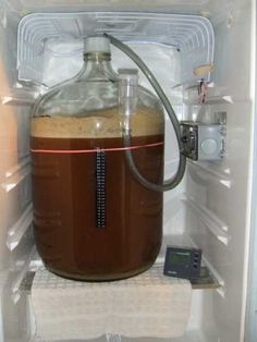 Low profile airlock for lager fermentation in a mini fridge