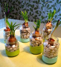 baby food jar crafts | Create oh la la: DIY Baby food jar vases | Gör-det-själv: Vaser av ...