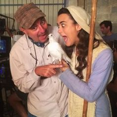 Did that bird do the deed on Cote's hand???  LOL