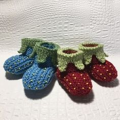 You can knit these strawberry slippers with US 6 needles. A DK yarn like Sportnyl ( Fonty ). 21 sticthes x 28 rows on 10 cm x 10 cm in stockinette stitch. The pattern is written with photographies, shemactics, charts.Pattern written in English Ballerinas, Adobe Reader, Baby Converse, Stockinette, Baby Shoes, Strawberry, Slippers, Knitting, Pattern