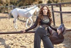Alina Boz foto galerisi 1. resim Turkish Women Beautiful, Turkish Beauty, Cute Profile Pictures, Cute Couple Pictures, Alina Boz, Braces Girls, Beautiful Girl Drawing, Arab Fashion, Hollywood Fashion