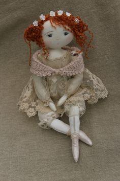 Liseron a choisi sa tenue pour le baptème de sa petite cousine...(35cm) - Le Jardin des Farfalous