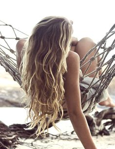 Des ondulations naturelles Pour obtenir des boucles souples, comme celles-ci, tressez vos cheveux le soir avant d'aller vous coucher.