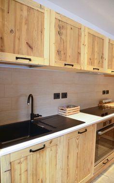 Pallet Kitchen Cabinets, Building Kitchen Cabinets, Barn Kitchen, Loft Kitchen, Rustic Kitchen Design, Diy Kitchen Storage, Kitchen Cabinet Design, Kitchen Sets, Home Decor Kitchen