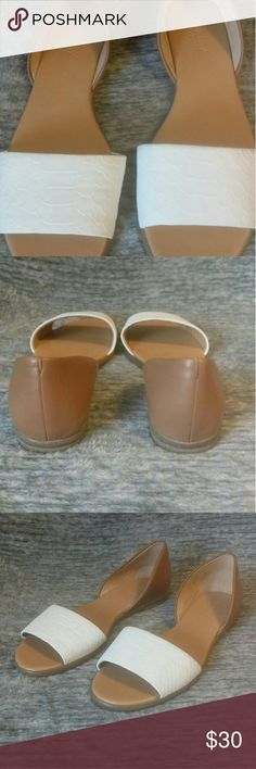 🆕 J Crew Shoes Excellent used condition.  Still look almost new.  These are not my size so I can not answer if they are true to size.  Please reference measurement given.  Toe to heel 9 1/2 inches  ⛔Please make offers thru the OFFER TAB ONLY. I DO NOT NEGOTIATE on the listing.⛔  ❌No trades ❌No modeling ❌No holds 53 J. Crew Shoes Sandals