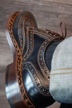 Finest Cordovan shoes available at Oxblood Zürich Europaallee 19 www.oxbloodshoes.com #cordovan #dandy #brogues #budapester #heinrichdinkelacker #gentleman #zopfnaht #dapper #horween #euroapaallee #handmade Cordovan Shoes, Loafer Shoes, Loafers, Man Shoes, Shoe Boots, Suit And Tie, Oxblood, Leather Accessories, Footprint