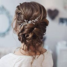 Tonya Pushkareva Long Wedding Hairstyle for Bridal via tonyastylist / http://www.himisspuff.com/long-wedding-hairstyle-ideas-from-tonya-pushkareva/13/