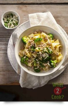 Chicken & Broccoli Pasta, Garlic and Parmesan: A lean chicken dinner that will keep everyone happy. Chicken Broccoli Pasta, Garlic Pasta, Chicken Pasta Recipes, Recipe Chicken, Midweek Meals, Quick Meals, Meals For The Week, How To Cook Pasta, Ethnic Recipes