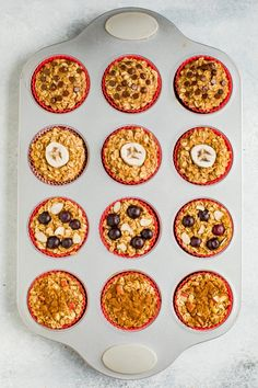 these baked oatmeal cups in your fridge or freezer for an easy, healthy breakfast! There's four different flavor options so you'll never get bored. Cinnamon Oatmeal, Pumpkin Oatmeal, Cinnamon Apples, Baked Oatmeal Cups, Oatmeal Muffins, Gluten Free Oatmeal, Vegan Gluten Free, Photo Food, Healthy Snacks