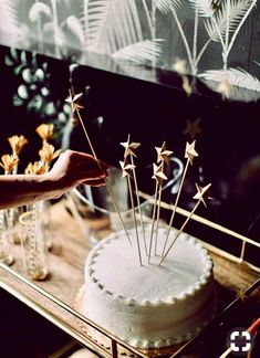 These DIY cake toppers look amazing for a chic wedding cake & could also be used for drinks. Cake Toppers, Gold Cake Topper, Cake Mix Cookies, Cupcakes, Cupcake Cakes, Food Cakes, Pretty Cakes, Beautiful Cakes, Bolo Diy