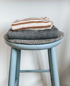 Sunday tee og Seaside sweater ferdig! Seaside, Stool, Sunday, Tees, Sweaters, Furniture, Instagram, Home Decor, Domingo