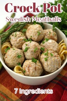 Slow Cooker Swedish Meatballs - Make your favorite Ikea food right at home with just a few simple ingredients! This recipe is crock pot comfort food at it's finest! Swedish Meatballs | Slow Cooker Meatballs | Crock Pot Meatballs | Swedish Meatball Recipe