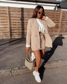 outfits e girl skirt * outfits e girl . outfits e girl aesthetic . outfits e girl summer . outfits e girl winter . outfits e girl invierno . outfits e girl verano . outfits e girl skirt . outfits e girl falda Sporty Outfits, Mode Outfits, Classy Outfits, Trendy Outfits, Fashion Outfits, Womens Fashion, Fashion Trends, Fitness Outfits, Dress Outfits