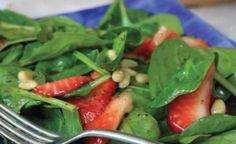 Salade aux fraises et aux épinards avec vinaigrette à la mélasse