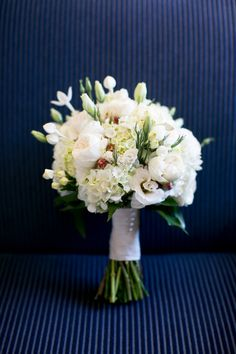 Classic white wedding bouquet (Photo by Lizzy C Photography)