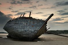 Wreck of the 'Cara na Mara' on Bunbeg Strand ... Donegal, Ireland. Photo by Des Daly via Flickr