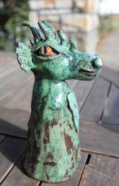 Keramik - Gartendekoration ->Korbinian eignet sich als Zaun- oder Pfostenhocker. Der süße Kerl steht allein oder kann auf einen Stab gesteckt werden (Öffnung unten ca. Ø 5cm) ...