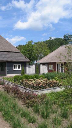 Projecten | van Houtum Architecten Erp Cabin, House Styles, Modern, Home Decor, Trendy Tree, Decoration Home, Room Decor, Cabins, Cottage